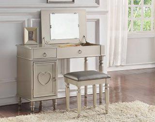 Some products that are different are priced differently but not all of them! 🤓 These Lift-Top Vanity Sets with Mirror are convenient for make over time especially for our female customers! ✨🎀 Get these vanities at the same sales price of $269.99 each! ✅ • • • #SupportSmallBusiness #ShopLocal #Vista #Escondido #SanMarcos #Carlsbad #Fallbrook #ValleyCenter #SanElijo #Oceanside #Poway #Encinitas #MiraMesa #SolanaBeach #DelMar #Temecula #ChulaVista #NationalCity #VistaCA #EscondidoCA #OrangeCounty #RiversideCounty #SanDiegoCounty #SanDiegoLife #SanDiego #SDViews #NorthCounty #SouthernCalifornia